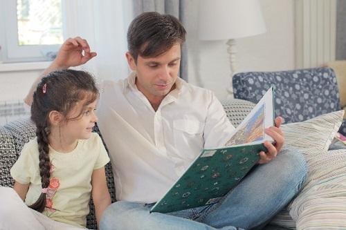 親と子供、絵本