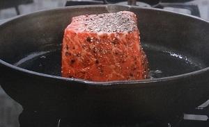 鉄鍋でローストビーフ