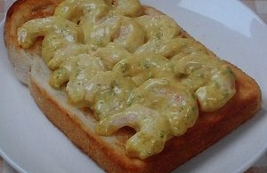 ソレダメ 金の食パンの海老マヨカレーのせトースト
