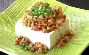 もち麦ひき肉風キムチサラダ