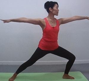 戦う女の三角ポーズ体操のやり方