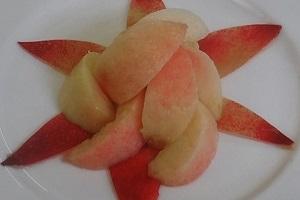 桃の盛り付け