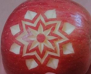 フルーツカービングのリンゴ