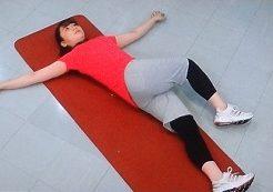 腰の筋肉をほぐす体操