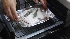 グリルで鶏もも肉のハーブ焼き