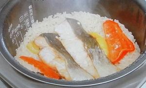秋鮭とパプリカの炊き込みご飯