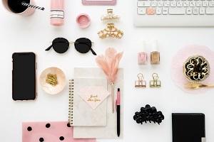 ピンク、女性、机、ノート