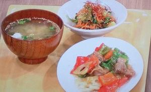 豚の定食、味噌汁、酢の物
